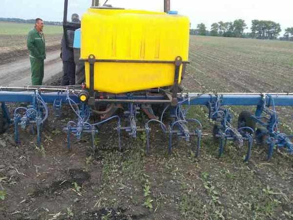 Cultivator, re-equipped for liquid fertilizer and UAN-32 application